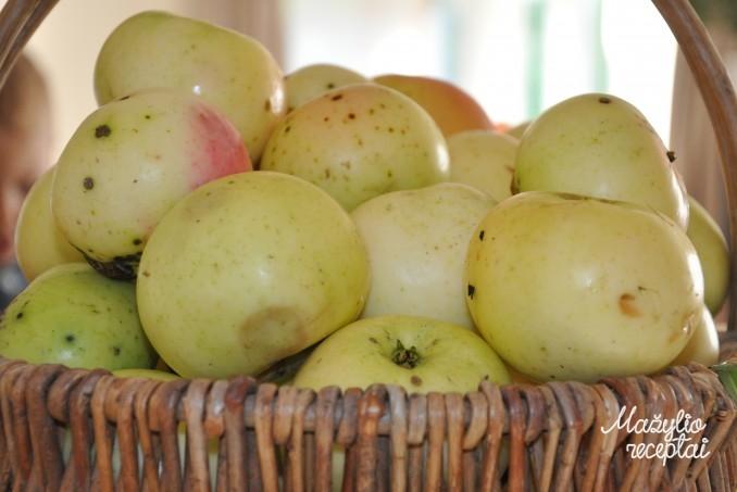 Manų košė su obuoliais