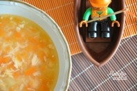 Lašišos sriuba gaminasi paprastai, valgosi skaniai.