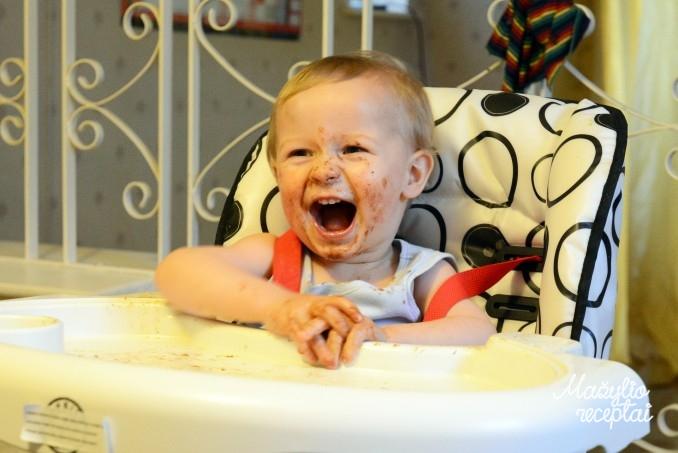Kūdikio primaitinimas atsižvelgiant į amžiaus tarpsnius